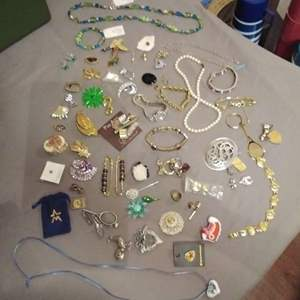 Lot #EL177 - Nice Lot of Jewelry #2
