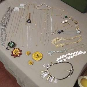 Lot # EL179 - Jewelry Lot #4