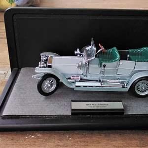 Lot #D243 - Rolls Royce Model by Franklin Mint