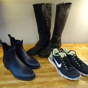 Lot #EL248 - Ladies Footwear UGG Boots Size 7.5