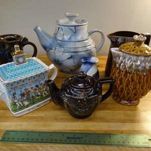Lot #EL250 - Teapots and Pitchers includes Sadler