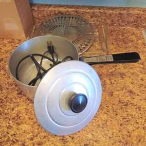 Lot #MW308 - Electric Saucepan, Expanding Trivet, & Casserole