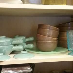 Lot # HW330 - Nice Lot of More Kitchen Kitchen Servingware