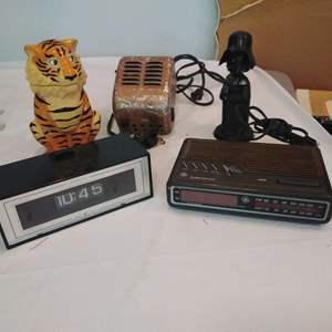 Lot #HW333 - Clocks, Esso Tiger, Darth Vader