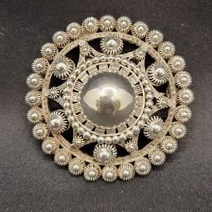 Lot 83 - Silver VINTAGE Brooch @43mm
