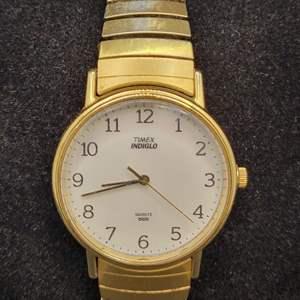 Lot 94 - VINTAGE TIMEX Quartz INDIGO Gents Watch