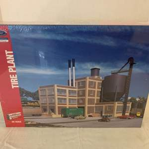 Lot #119 - Walthers Cornerstone Series Ford Tire Plant, Ford Official Licensed Product