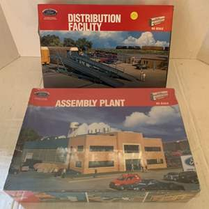 Lot #120 - Walthers Cornerstone Series Ford Distribution Facility and Assembly Plant, Ford Official Licensed Products