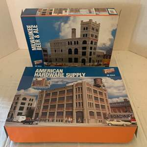 Lot #121 - Walthers Cornerstone Series Milwaukee Beer & Ale and American Hardware Supply HO Scale