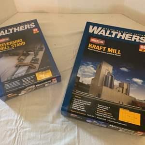 Lot #122 - Walthers Cornerstone Reversing Mill Stand and Kraft Mill HO Kits