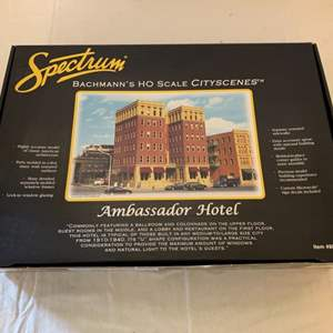 Lot #124 - Spectrum Bachmann's HO Scale Cityscenes Ambassador Hotel Item # 88002