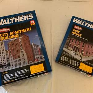 Lot #128 - Walthers Cornerstone City Apartment Building and Row House HO Kits