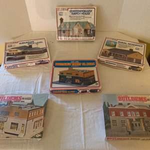 Lot #157 - Life-Like build-A Scene HO Scale Model Kits, Vintage