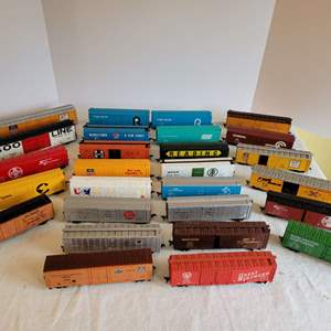 Lot #195 - HO Railroad Plastic Boxcars, a Few Tyco, Bachmann and Made in Yugoslavia