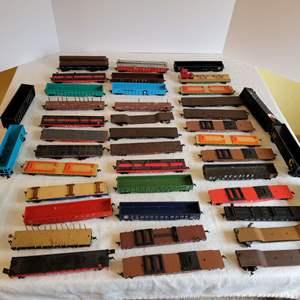 Lot #197 - Large Selection of HO Scale Plastic Railroad Flatcars
