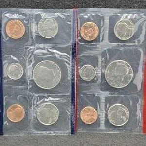 Lot 24 - 1989 P&D United States Mint Uncirculated Sets with Informational Card