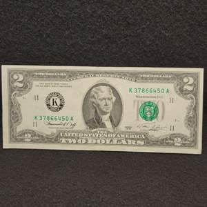 Lot 64 - 1976 AU Two Dollar Federal Reserve United States Currency, Green Seal