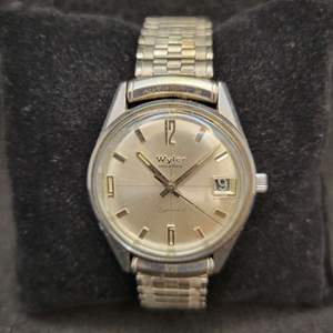 Lot 97 - Vintage WYLER Dynawind Gents Watch with date, appears to be running when put in motion.