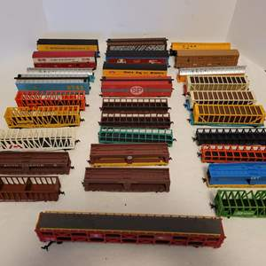 Lot #22 -  28 HO Scale Railroad Cars and Trailers