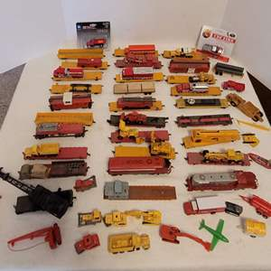 Lot #25 - Great Selection of HO Scale Railway Cars