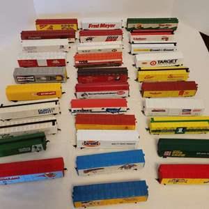 Lot #27 -  31 HO Scale Train Boxcar Models, Target, Purina, Fred Meyer, Star Kist, Lipton, Eggo, Dots, Green Giant