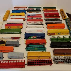 Lot #28 -  HO Scale Train Model Boxcars, Trailers, and Flatbeds, Budweiser, Ajax, Arm & Hammer, Chef Boyardee, Smuckers
