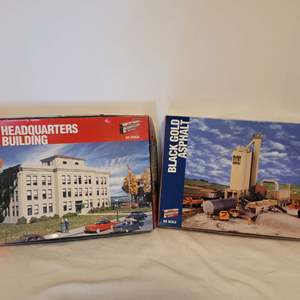 Lot #31 - Walthers Ford Headquarters Building Cornerstone Series & Black Gold Asphalt HO Scale