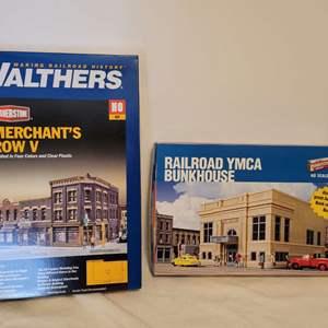 Lot #33 -  Walthers Cornerstone Merchant's Row V & Railroad YMCA Bunkhouse HO Scale