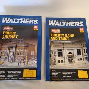 Lot #36 -  Walthers Public Library & Liberty Bank and Trust Cornerstone Series Railroad Models HO Scale