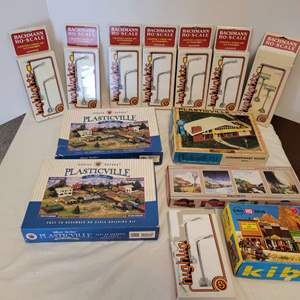 Lot #44 -  Set of Five Model Kits and Eight Bachman HO Scale Highlights Lighted Landscape Accessories Including Exxon Lights