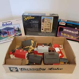 Lot #45 -  Patal School Model, Spectrum Bachmann's Savings & Loan, Atlas Model Railroad Co. Mini Mall & More