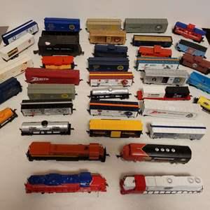 Lot #106 -  Bachmann and Mantua Model Railroad Cars, Navy, Marine Corps, Army, Zenith, Dallas Cowboys, Texaco
