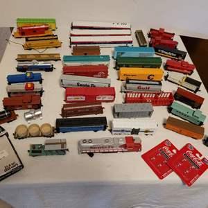 Lot #110 -  Variety of HO Scale Railroad Model Cars and Accessories, Ronald Reagan Presidentail Train, Santa Fe & Niagra