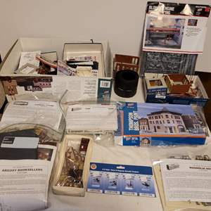 Lot #174 - Cornerstone and Walthers Building Kits, Accessories and Parts