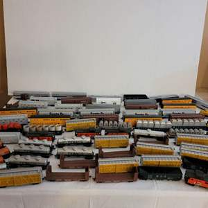 Lot #206 - HO Scale: Sante Fe, Amtrak, Cattle Cars, Shell, Hooker & Texaco, Vintage Tyco Flatcars with Cable Reels and More Cars