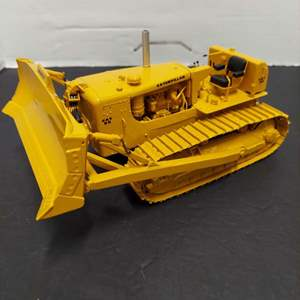 Lot# 1 -Cat 49-0123 D9D Track-Type Tractor 1:25 Scale