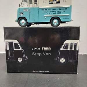 Lot# 2 - Unique Replica 79201 1950 Ford Step Van 1:24 Scale