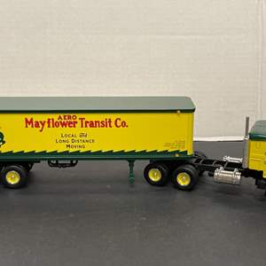 Lot# 7 - First Gear 19-1803 '53 Kenworth Bull-Nose  1:34 Scale