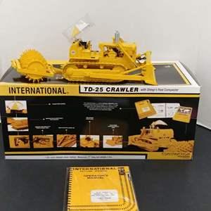 Lot# 13 - First Gear # 70-0155 TD-Crawler w/ Sheep's Foot Compactor* International * 1:25
