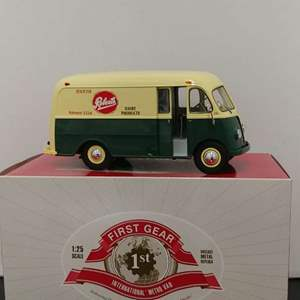 Lot# 34 - First Gear # 40-0155 International Metro Van * Robert's Dairy * 1:25