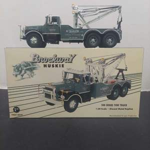 Lot# 42 - First Gear 19-3324 200 Series Tow Truck Brockway Huskies 1:34 Scale