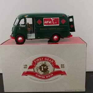 Lot# 74 - First Gear # 49-0160 International Metro Van * Railway Express Agency 1:25