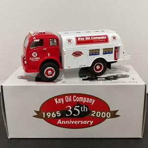 Lot# 94 - First Gear # 18-2582 1953 White Tanker * Texaco Key Oil * 4th in the Series* 1:34