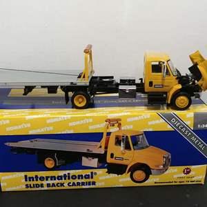 Lot# 115 - First Gear #19-3034 International Slide Back Carrier * Komat'su * 1:34