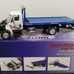 Lot# 117 - First Gear #10-3070 International 4400 Series w/ Champion Slideback Carrier * Miller's Industries Race Recovery *1:34