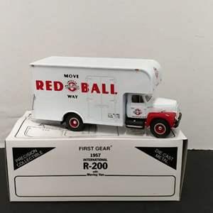 Lot# 119 - Frist Gear # 19-1466 '57 International R-200 w/ Moving Van * American Red Ball * 1:34