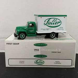 Lot# 121 - First Gear # 19-2007 Limited Edition'55 Diamond Straight Truck * The Fuller Brush Company * 1:34