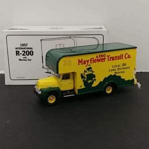 Lot# 125 - First Gear # 18-1471 '57 International R-200 w/ Moving Van * Mayflower Transit CO. * 1:34