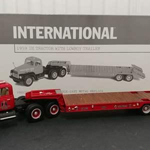 Lot# 135 - First Gear # 19-2516 '59 IH Tractor w/Lowboy Trailer * International * 1:34