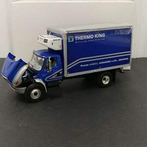 Lot# 137 - First Gear # 19-3321 International 4400 * Thermo King * No Scale